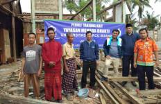 Warga Korban Puting Beliung Mendapat Bantuan dari UMB - JPNN.com
