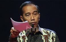 Presiden Jokowi: Enggak Membentak, Pas Natalan kan? - JPNN.com