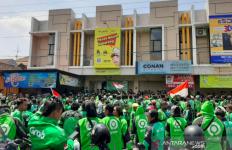 Persoalan Tarif, GoJek dan Grab Bersatu Geruduk Kantor Ojek Maxim - JPNN.com