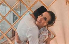Diam-diam Nikah, Vanessa Angel Pamer Digenggam Suami - JPNN.com