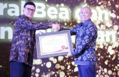 Bea Cukai Raih Penghargaan Top 10 Pengelolaan Pengaduan Pelayanan Publik - JPNN.com