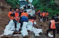Jalur Tertimbun Longsor, Perjalanan KA Medan-Pematangsiantar Dibatalkan - JPNN.com