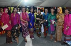 Keren! Ibu-ibu Ini Tampak Anggun Saat Menghadiri Resepsi Diplomatik Indonesia – Timor Leste - JPNN.com