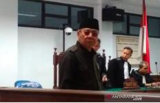 Eks Bupati Simeulue Menangis, Mengaku Tak Korupsi Dana PDKS - JPNN.com