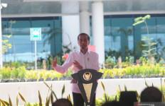 Jokowi Resmikan Terminal Baru Bandara Syamsudin Noor: SekarangTugas Daerah Genjot Pertumbuhan Ekonomi - JPNN.com