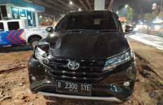 Mobil WN Korea Tabrak Gerobak Bubur di Jakarta Utara - JPNN.com