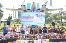 Bea Cukai Jakarta Memusnahkan Rokok dan Miras Ilegal - JPNN.com