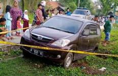 Mobil Curian Masuk Parit, LF dan MA Ditangkap Warga - JPNN.com