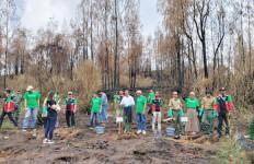 Ratusan Cemara Pulihkan Lahan di Kawasan Gunung Ijen - JPNN.com