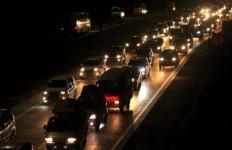 Hari Pertama Larangan Mudik, Belasan Ribu Kendaraan Bebas Tinggalkan Jakarta - JPNN.com