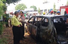 Bum, Mobil Terbakar, Agus Alami Luka - JPNN.com