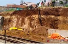 Longsor Ganggu Perjalanan Kereta Api Bogor-Sukabumi - JPNN.com