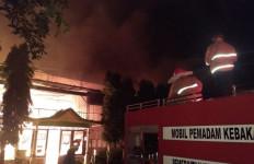 8 Jam Api Membakar Pabrik Teh Milik PTPN XII di Lumajang - JPNN.com
