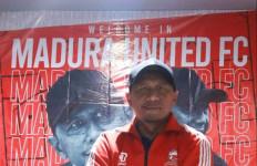 Madura United Resmi Kontrak Rahmad Darmawan - JPNN.com
