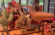 Apa Jadinya Jeep Wrangler YJ Dibalut Ribuan Kue Jahe dan Ratusan Kilogram Permen? - JPNN.com