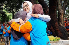 Naikkan Upah Pesapon, Bupati Bogor Dapat Pelukan Hangat - JPNN.com