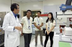 3 Peneliti Terpilih Program Indofood Riset Nugraha Diajak ke Singapura - JPNN.com
