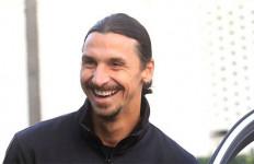 Senyum Zlatan Ibrahimovic Itu Untuk AC Milan? - JPNN.com