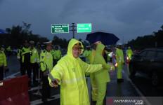 Puncak Diguyur Hujan Saat Malam Tahun Baru, Alat Berat Disiagakan - JPNN.com
