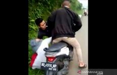 Viral, Seorang Remaja Putri Dibegal Lima Orang di Tengah Jalan - JPNN.com