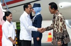 Bisikan Sultan Yogya kepada Pak Jokowi saat Peresmian Bendung di Hari Terakhir 2019 - JPNN.com