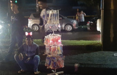Duka Pedagang Trompet di Malam Tahun Baru - JPNN.com