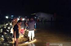 Seratusan Rumah di Seluma Bengkulu Terendam Banjir - JPNN.com