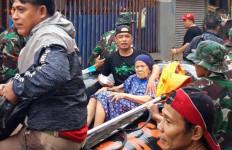 Tim NU Peduli Bantu Evakuasi Warga Terdampak Banjir - JPNN.com