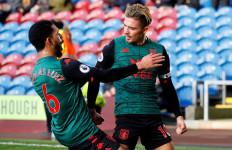 Aston Villa Untuk Sementara Tinggalkan Zona Merah - JPNN.com