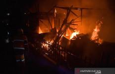 Dua Rumah Milik Keluarga Nasution Ludes Terbakar Pada Malam Tahun Baru - JPNN.com