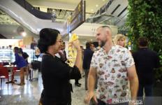 Penumpang Pertama Tahun 2020 Disambut Meriah di Bandara I Gusti Ngurah Rai Bali - JPNN.com