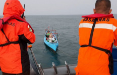 Basarnas Selamatkan 5 Nelayan yang Terombang-ambing di Perairan Pulau Barang Lompo - JPNN.com
