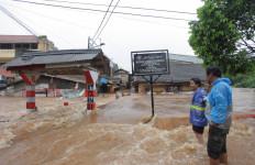 7 SPBU Tak Beroperasi Gara-Gara Banjir Jakarta Hari Ini - JPNN.com