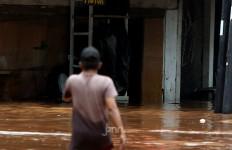 Banjir Masih Kepung Sebagian Area Ibu Kota, Ini Pesan Jokowi - JPNN.com