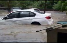 BMW Astra Buka Layanan Jemput dan Evakuasi Konsumen Terdampak Banjir - JPNN.com
