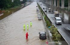 Jasa Marga Atasi Titik Genangan Air di Jalan Tol Jakarta-Cikampek - JPNN.com