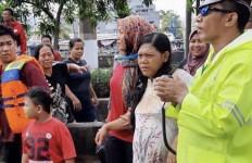 Terjebak di Tengah Banjir, Sri Rahayu Mendadak Alami Konstraksi Hendak Melahirkan - JPNN.com