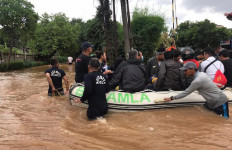SRT Bakamla RI Gerak Cepat Evakuasi Korban Banjir - JPNN.com