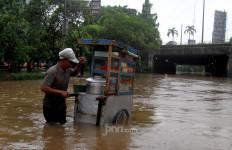 Pak Misbah Ungkap Keanehan Munculnya Air yang Menyebabkan Banjir Besar - JPNN.com