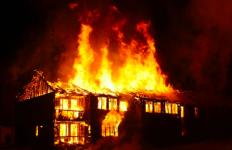 3 Jam Api Membakar 28 Kios di Pasar Kebun Raya Cibodas - JPNN.com