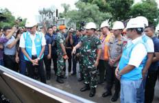 Panglima TNI dan Kapolri Tinjau Gardu Induk PLN Terdampak Banjir - JPNN.com