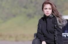 Tulis Bismillah, Celine Evangelista Mualaf? - JPNN.com
