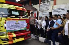Mentan Syahrul Serahkan Bantuan Kepada Korban Banjir di Jakarta dan Tangerang - JPNN.com