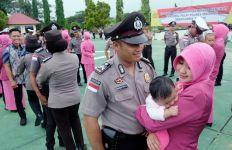 Polisi yang Tak Bawa Istri Disuruh Push Up - JPNN.com