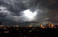 Peringatan Serius BMKG Terkait Potensi Cuaca Buruk di Sebagian Besar Wilayah Indonesia - JPNN.com