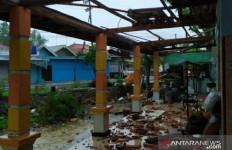 Pamekasan Kembali Dilanda Hujan Deras & Angin Kencang, Sejumlah Bangunan Rusak - JPNN.com