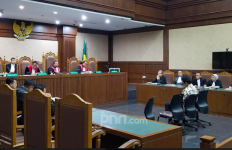 Jaksa Tuntut Romy, Empat Tahun Penjara dan Cabut Hak Politik - JPNN.com