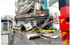 Gedung di Palmerah Masih Berpotensi Roboh, Warga Diminta Jaga Jarak - JPNN.com