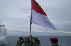 Bendera Merah Putih Kembali Dikibarkan di Suar Karang Unarang - JPNN.com