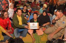 Sambangi Korban Banjir, Bamsoet: Salut dan Hormat Saya untuk Kaum Ibu - JPNN.com